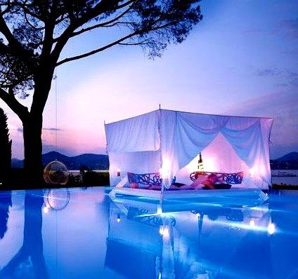 Floating Pool Bed, France