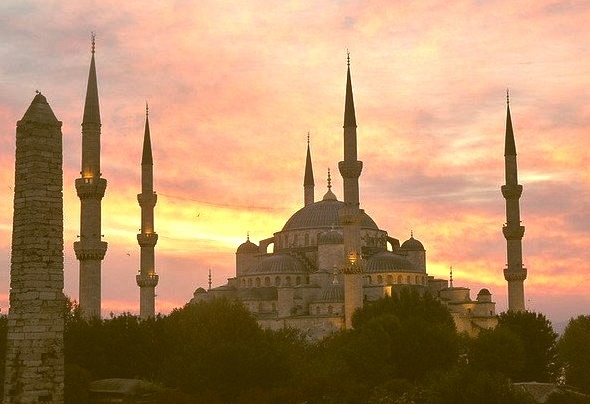 Blue Mosque at sunrise, Istanbul, Turkey